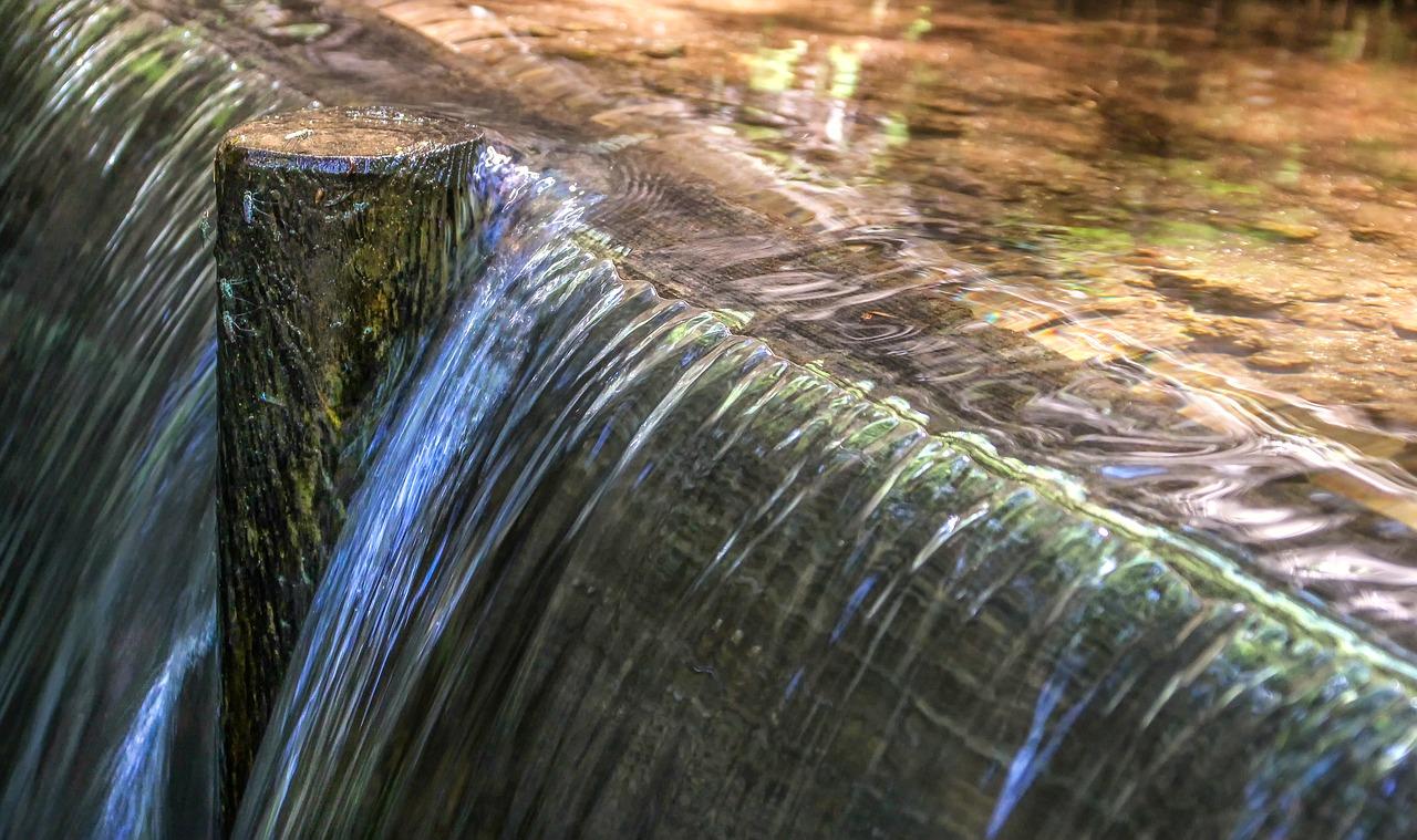 Rwąca rzeka wciąga – w pogoni za lepszym